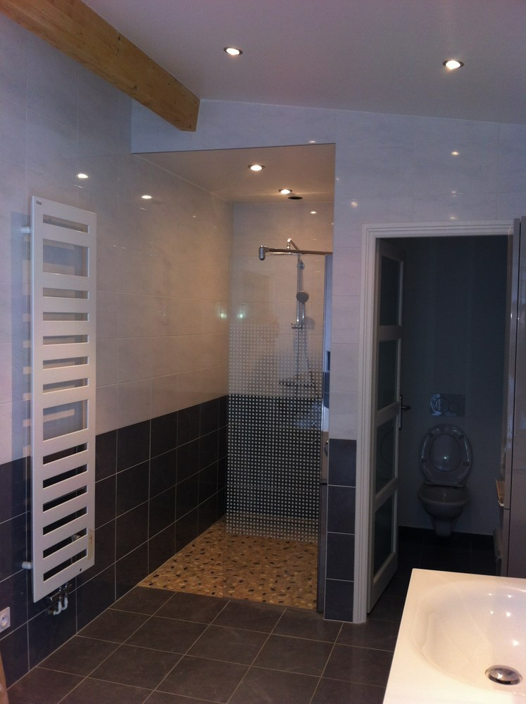 salle de bain interext. Black Bedroom Furniture Sets. Home Design Ideas